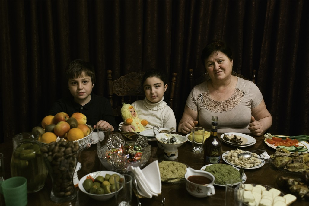 Abchasien, Suchum. Rimma Sabekiya with her grandchildren Sadya and Sayad before dinner.