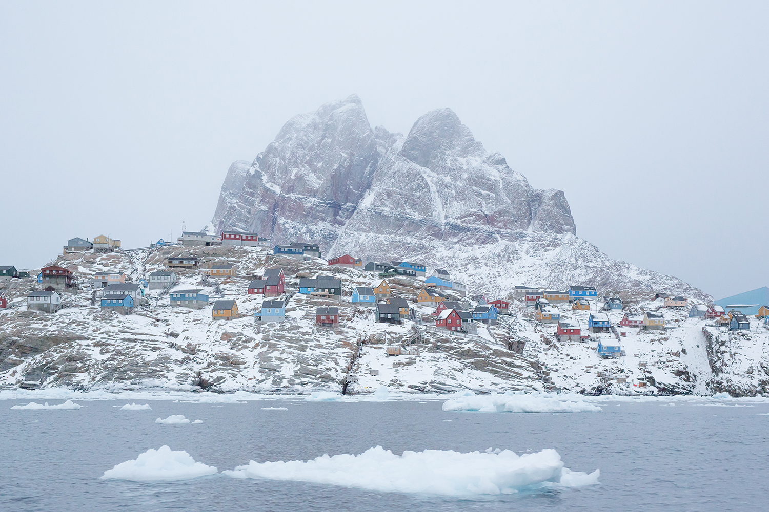Uummannaq means a heart-shaped mountain. In this case, it's not a human heart the Inuit talk about—it's the heart of a seal. At the foot of this mountain, 590 km² north of the Polar Circle in western Greenland, lies a town with the same name: Uummannaq. A remote island inhabited by 1325 individuals, the village is connected only by ships and a helicopter to the outside world.